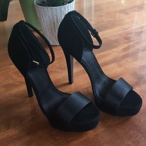 Tory Burch black satin and suede heels Size 8M